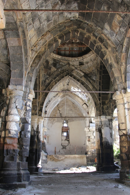 A church destroyed by earthquake in Mets Sariar.