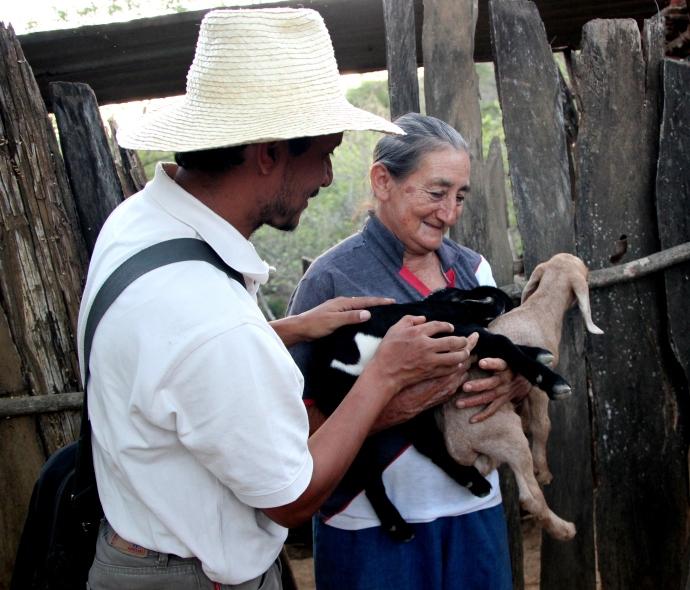 Arcela (Rosanna & Santos's sister), Leonardo and her baby goats.