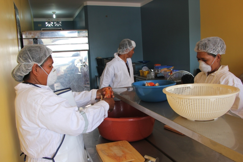 Amor Y Esperanza in action on land - where it's a spanking clean operation!